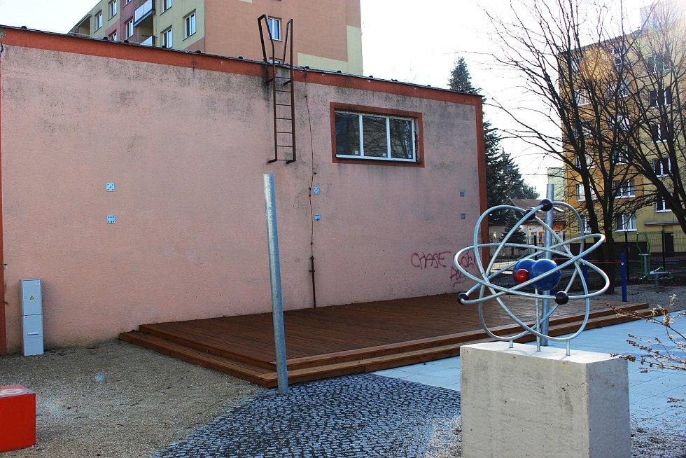 Tuto stěnu by měly ozdobit sprejerské výtvory.