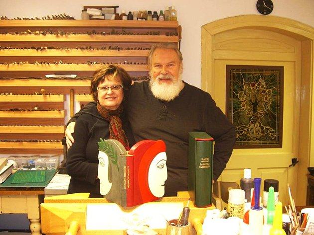 Jarmila a Jan Sobotovi, zakladatelé Expozice knižní vazby v Lokti.