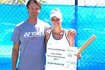 Markéta Vondroušová spolu s trenérem Zdeňkem Kubíkem v Austrálii.