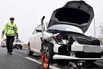 Sníh potrápil řidiče na Vysočině. Při hromadné nehodě mezi Jihlavou a Kostelcem se srazilo jedenáct aut. Ilustrační foto.
