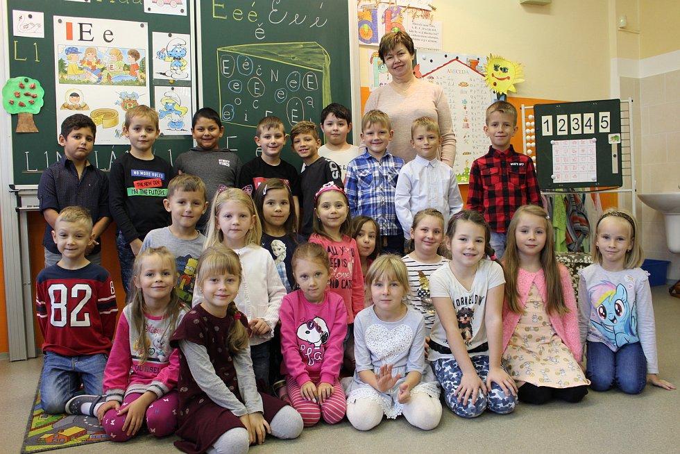 Prvňáčci ze Základní školy Chodov, Husova ulice, s třídní učitelkou Jitkou Žemličkovou.