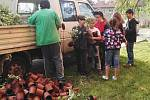 V Habartově žáci vysadili stromy, přibyly i keře.
