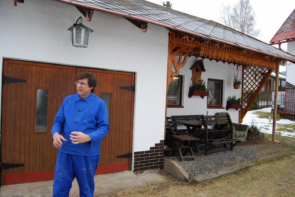 Dílna vedle domu je královstvím Rudolfa Kovaříka