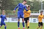 Tomáš Čvančara (č. 27) v dresu Slavoje Vyšehrad během květnového utkání v Sokolově.