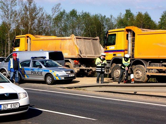 Při nehodě zemřel dělník na staveništi.