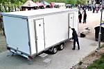NOVĚ VYBUDOVANÉ STÁNÍ pro mobilní toalety v Městských sadech v Kraslicích.