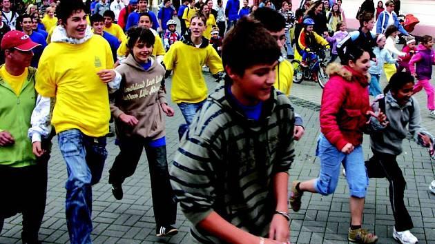 BĚHU DUHOVÉ NADĚJE, který nahradil  Běh Terryho Foxe, se včera odpoledne zúčastnily zhruba dvě stovky především mladších lidí.