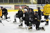 Hokejisté Baníku Sokolov vyjeli na led.