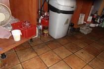 Špína a nepořádek. To je bar v Chodově, který ve čtvrtek zavřela Státní potravinářská a zemědělská inspekce.