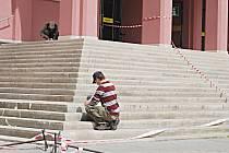 Oprava schodiště před Hornickým domem v Sokolově