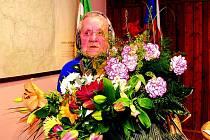 Stoletá babička dostala množství květin