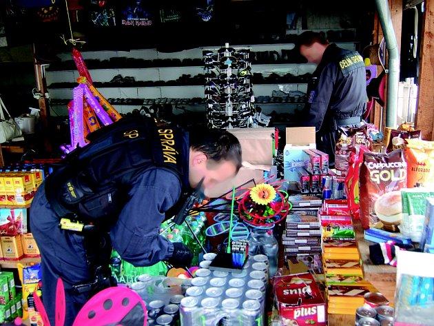 Na tržnici u Kraslic nalezli policisté drogy.