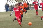 Zimní turnaj Baníku Sokolov: Spartak Chodov  (v červeném) - Baník Vintířov