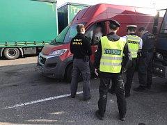 Dodávky jezdí přetížené, ukázala to policejní akce v Sokolově.