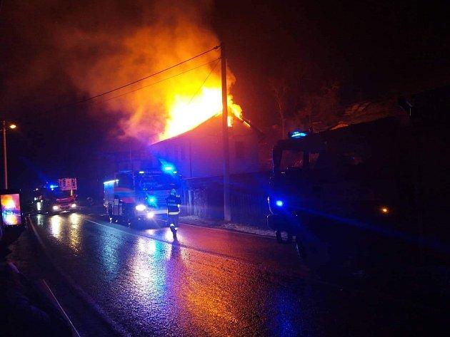 Požár střechy rodinného domu vLokti.
