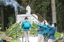 Model hradu Loket z dílny slavkovských odsouzených je nejnovějším přírůstkem parku miniatur Boheminium. V rámci doprovodného programu při jeho slavnostním odhalení si zejména děti užily divadlo a tvořivé dílničky.