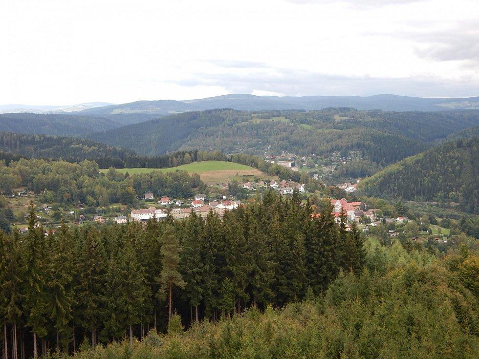 Cibulkajerozhledna, kterou najdete naŠibeničním vrchu jižně odkostela sv. Archanděla MichaelavOlovívKrušných horách. Rozhledna je volně přístupná po celý rok.