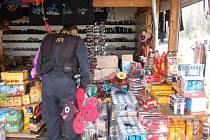 PLAGIÁTY značkového zboží a závady na elektroinstalaci byly odhaleny při razii na tržnici v Hraničné.