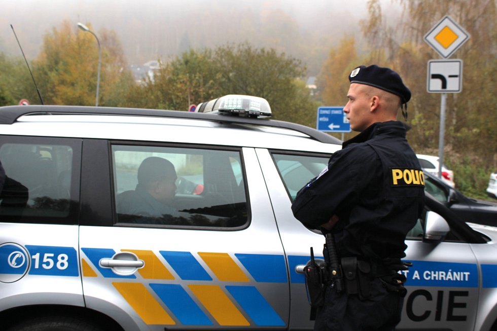 Zátah speciálního policejního týmu Kobra na tržnici Hraničná v Kraslicích.