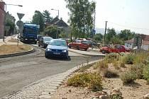 Kvůli opravě křižovatky v ulici Kraslická nastaly dopravní omezení a v místě se tvoří i kolony aut.