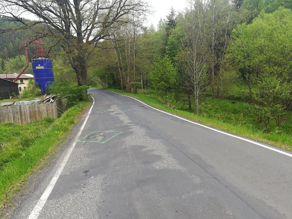 Silnice mezi Kraslicemi a Olovím před opravou