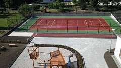 U AREÁLU novosedelské základní školy vyrostlo nové hřiště