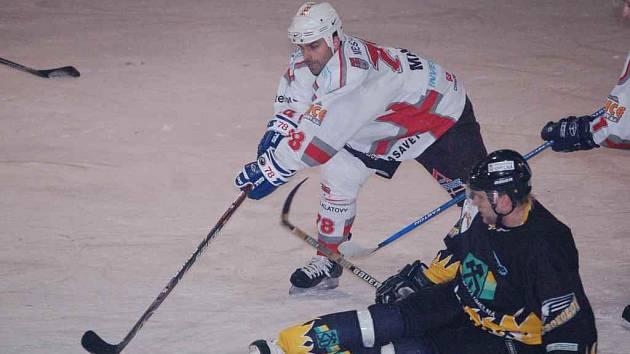 Na ledě prvního celku ligy prohráli hokejisté Sokolova jen těsně.
