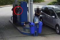 Zloděje natočila při krádeži bezpečnostní kamera