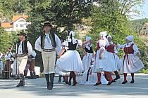 Jedním ze souborů, který vystoupil v Lokti během Mezinárodního folklorního odpoledne, byl i soubor Haná z Velké Bystřice.