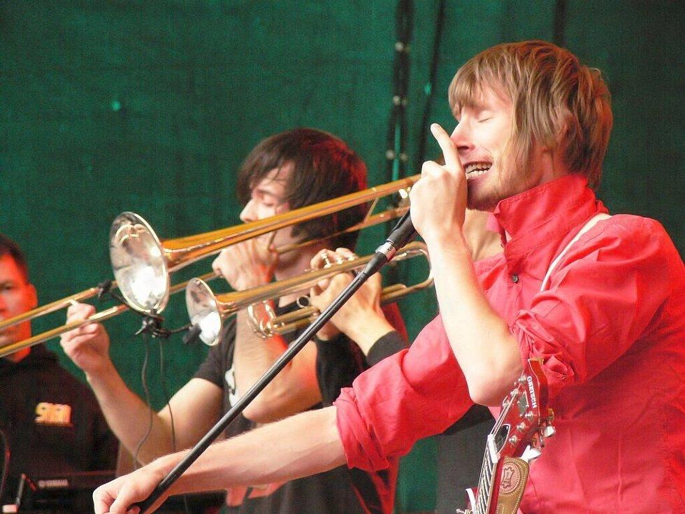 Koncert v Lokti: kapely Yellow, Friday, Airfare, 100°C a Support lesbiens