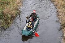 Na Štědrý den bylo slyšet z řeky vodácké AHOJ