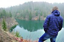 BÝVALÝ lom má hloubku 70 metrů. Zatopený je do výšky 46 metrů a je zřejmě nejhlubší v republice.