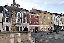 Knihovna se má nově přemístit do domů na sokolovském Starém náměstí.