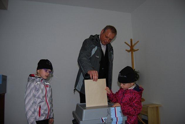 Jan Picka si vzal na pomoc své děti