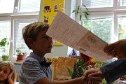 Předávání vysvědčení na ZŠ Dukelská Kraslice