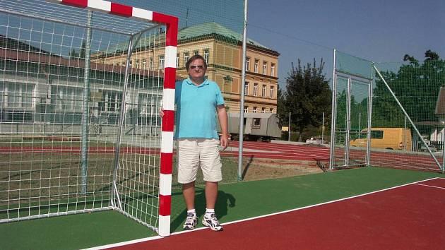 Osobní odměny odebrala rada Kynšperka řediteli základní školy Jiřímu Danešovi.