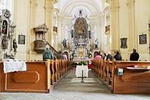 INTERIÉR chodovského kostela bude brzy vylepšený.