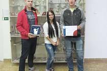 TROJICE SOUTĚŽÍCÍCH Z LOKETSKÉ PRŮMYSLOVKY. Tomáš Jurica, Tereza Kortišová a Petr Ott