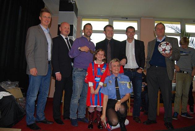 Vítězkou v soutěži Bezpečné prázdniny se stala třeťačka Kateřina Procházková ze Sokolova (v dresu)