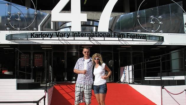 Chvilka slávy návštěvníků festivalu na červeném koberci
