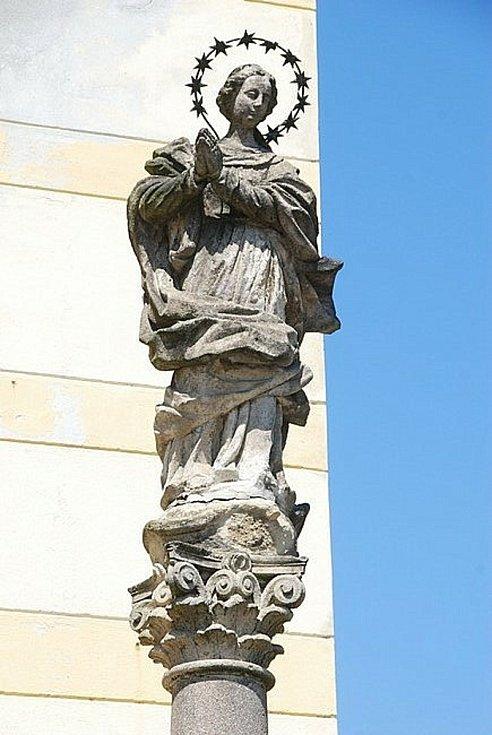 Soše panny Marie hrozilo zřícení. Památka se musí restaurovat.