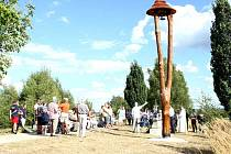 Zvonice připomíná dvě zaniklé obce.