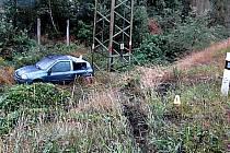 Řidiči nezvládli jízdu na mokré silnici.