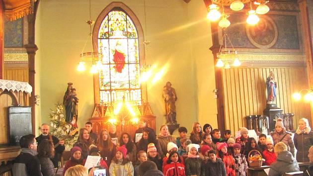 ŠTĚPÁNSKÁ KOLEDA dokázala v novosedelském kostele vykouzlit sváteční  atmosféru, která dýchla snad úplně na všechny přítomné.