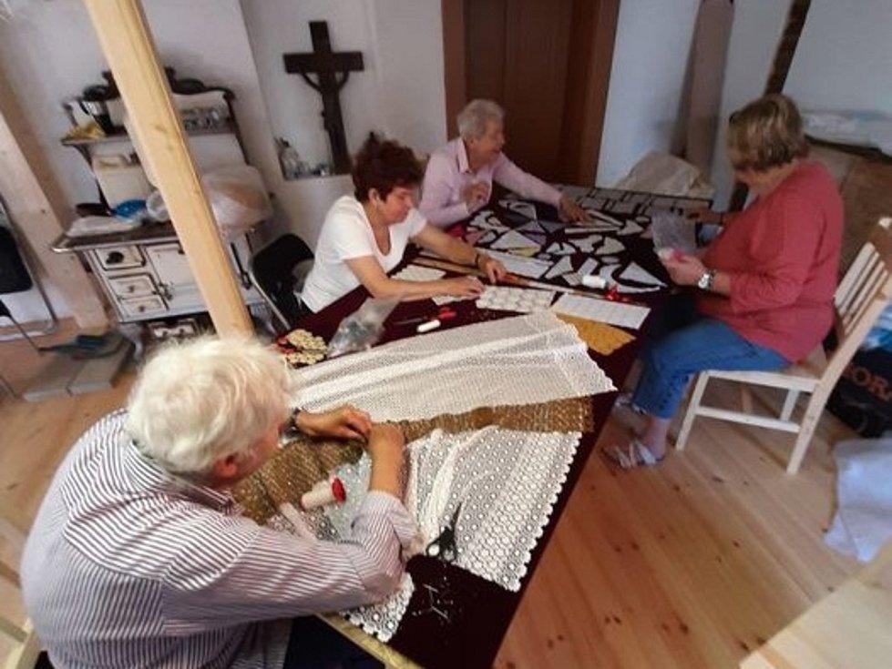 V říjnu chtějí dobrovolníci z Kraslic  ukázat hrázděnku veřejnosti.