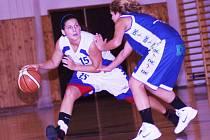 II. basketbalová liga žen: BCM Sokolov - BK Prosek (v modrém)