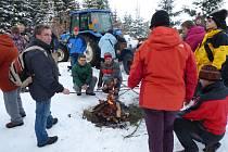 Novoroční výšlap na rozhlednu Cibulka v Oloví přilákal 120 účastníků.