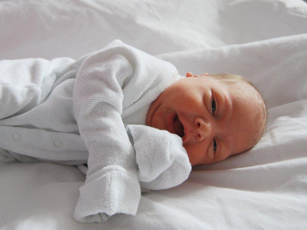 ADÉLKA HORVÁTOVÁ z Chlumu Svaté Maří se narodila 27. května