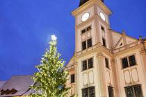 LOKET se může každoročně pochlubit romantickou vánoční výzdobou a reprezentativním vánočním stromem.