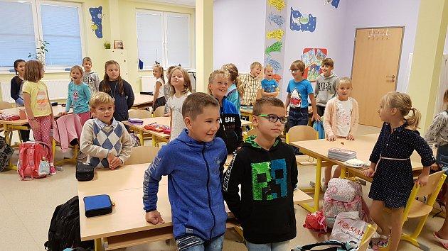 Zahájili školní rok se zpožděním
